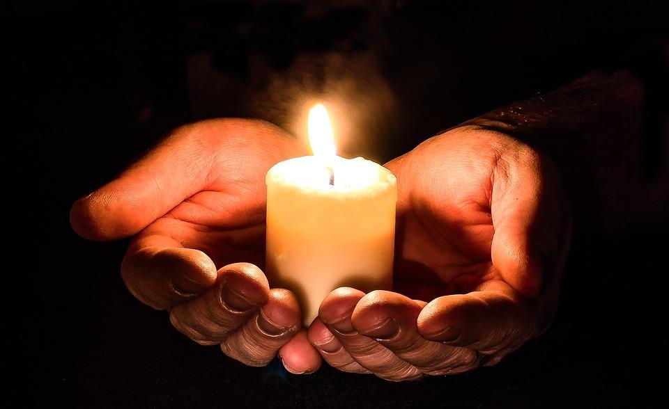 Желание можно загадать перед свечой / фото pixabay