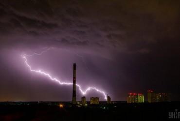 В западных областях Украины объявили штормовое предупреждение на 15 августа