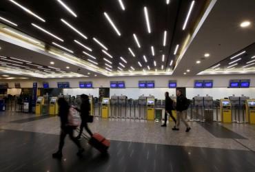 Самолеты перегружены: пассажиров все чаще просят сдавать ручную кладь в багаж