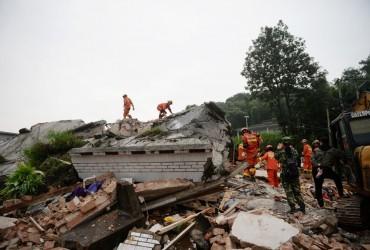 Більше 240 тисяч осіб постраждали внаслідок землетрусу в Китаї