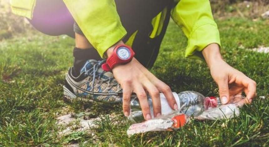 Спасает природу во время пробежки: харьковчанин приобщился к необычной эко-инициативе (видео)