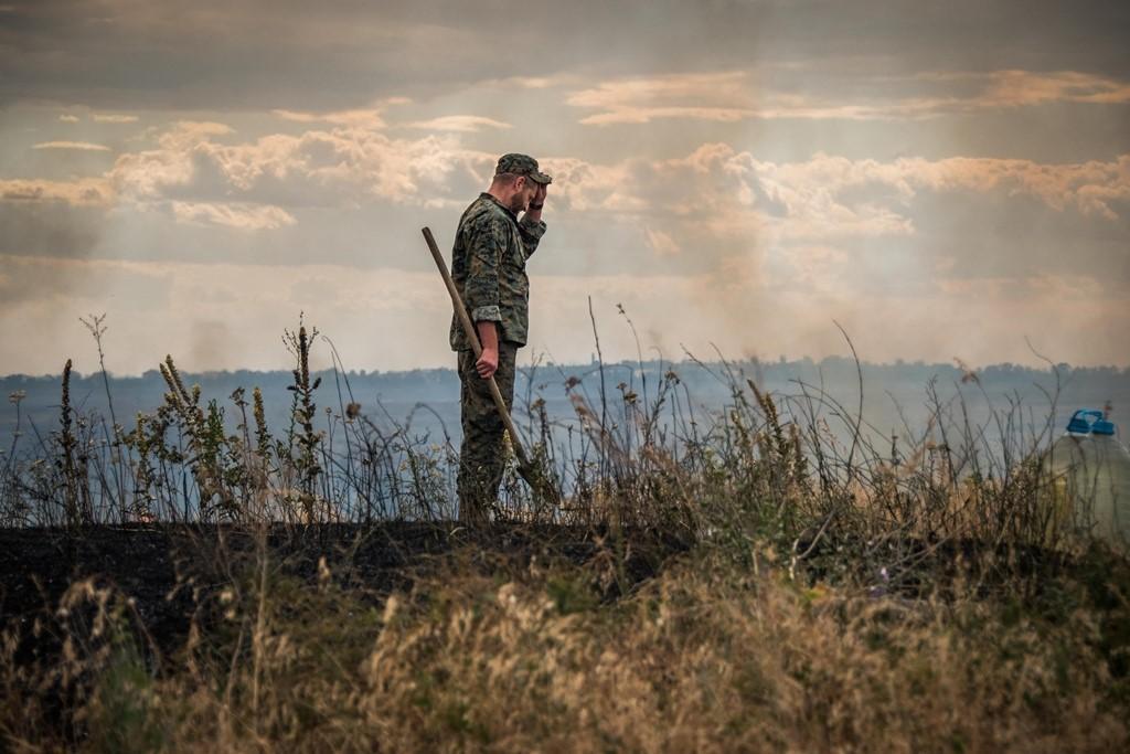 В зоне ООС потушили масштабный пожар, которая угрожала позициям военных / фото Штаб ООС