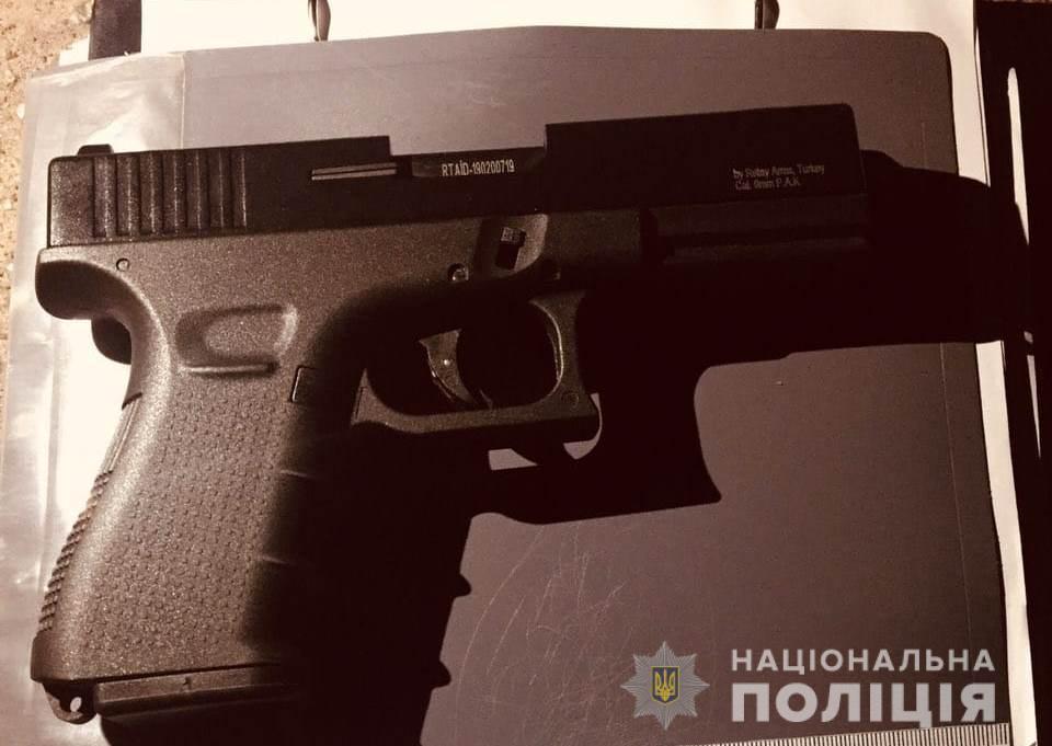 """У Вишгороді чоловік з пістолетом влаштував конфлікт з """"екстрасенсами""""/ kv.npu.gov.ua"""