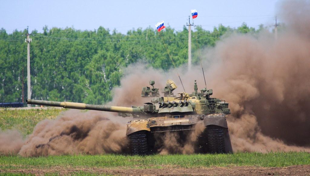 В России резали арбузы танками Т-80 / Flickr/IWAN IV