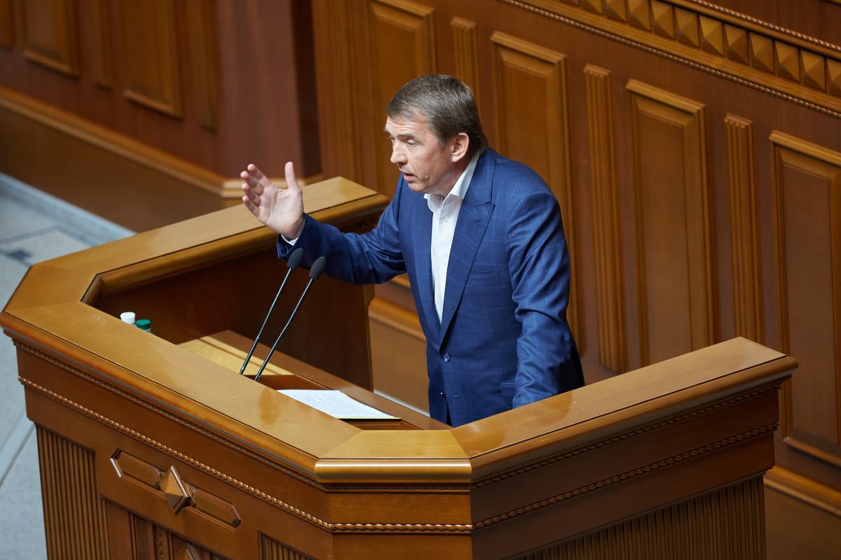 По словам Кулинича, медучреждения жалуются на отсутствие нормального финансирования