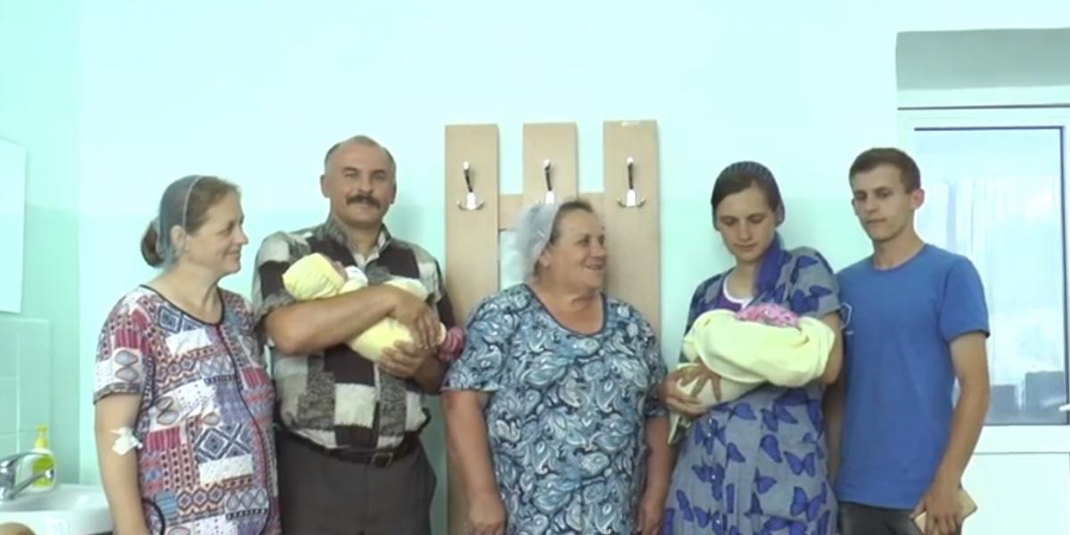 Мами і немовлятка почувають себе добре/ скріншот