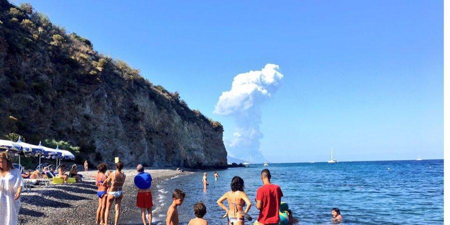 На данный момент с острова эвакуированы около 70 человек/ Carmelo Saia/Twitter