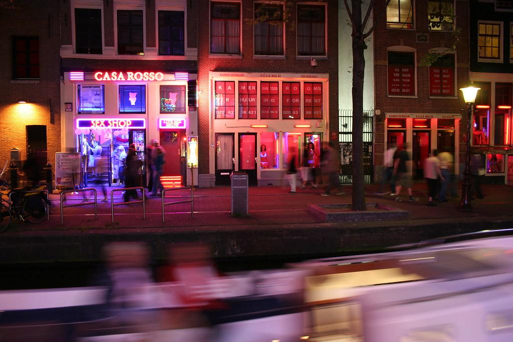 Из Амстердама может исчезнуть квартал красных фонарей / Flickr/Cédric