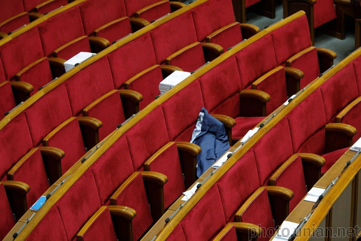 Разумков также призвал депутатов носить маски в сессионном зале \ фото УНИАН
