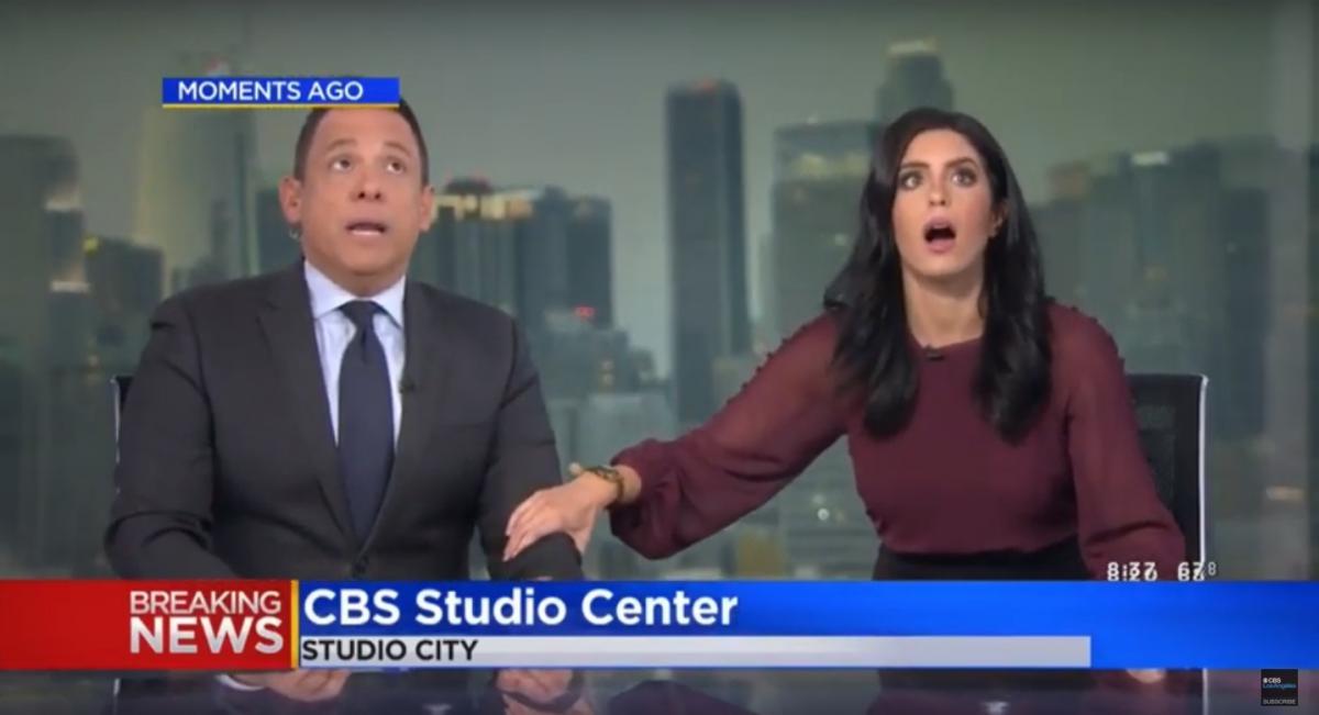 Ведущие новостей прямо в эфире спаслись от землетрясения под столом / фото KCAL9