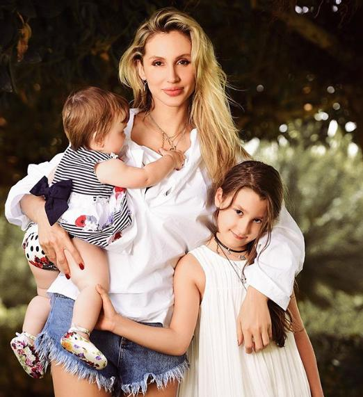 Лобода показала своих детей на новом фото / instagram.com/lobodaofficial