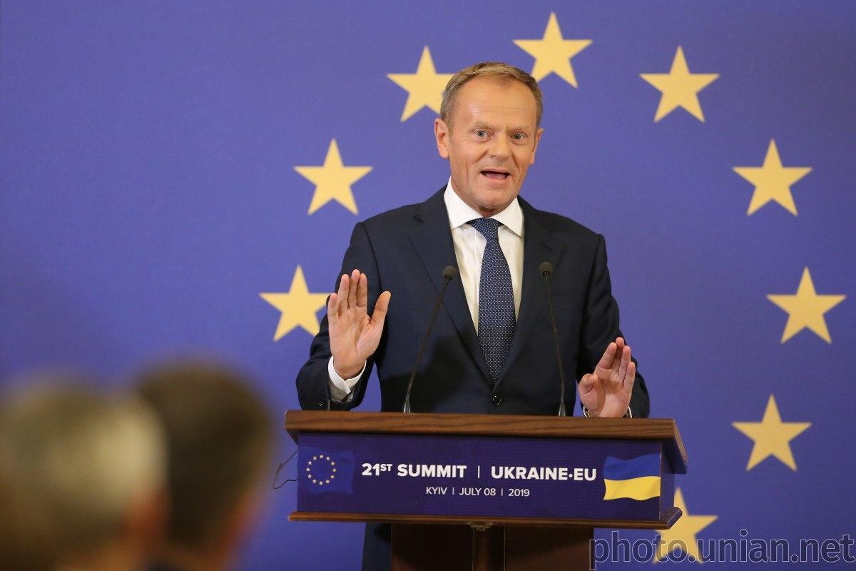 Туск считает маловероятным быстрое принятие решения о введении новых санкций против РФ / фото УНИАН