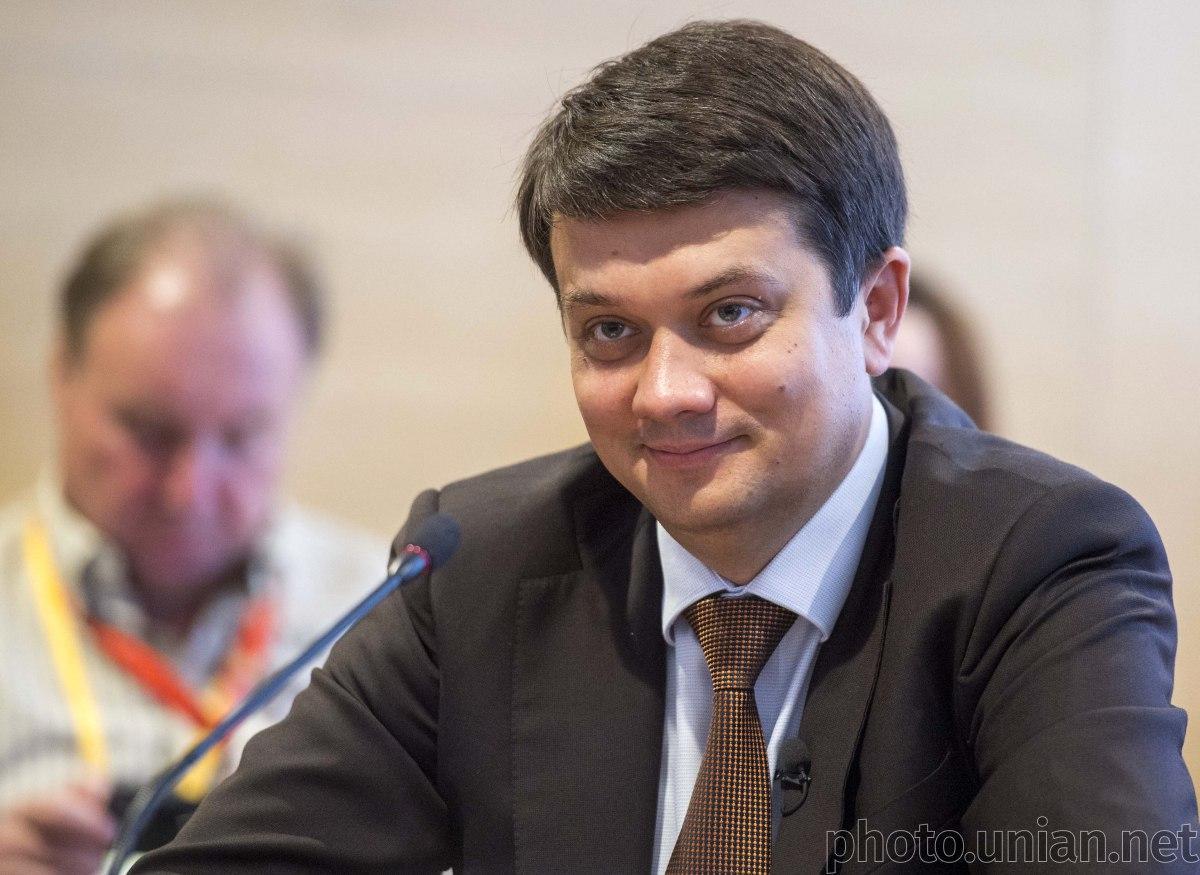 Разумков на несколько вопросов ответил на украинском языке / фото УНИАН