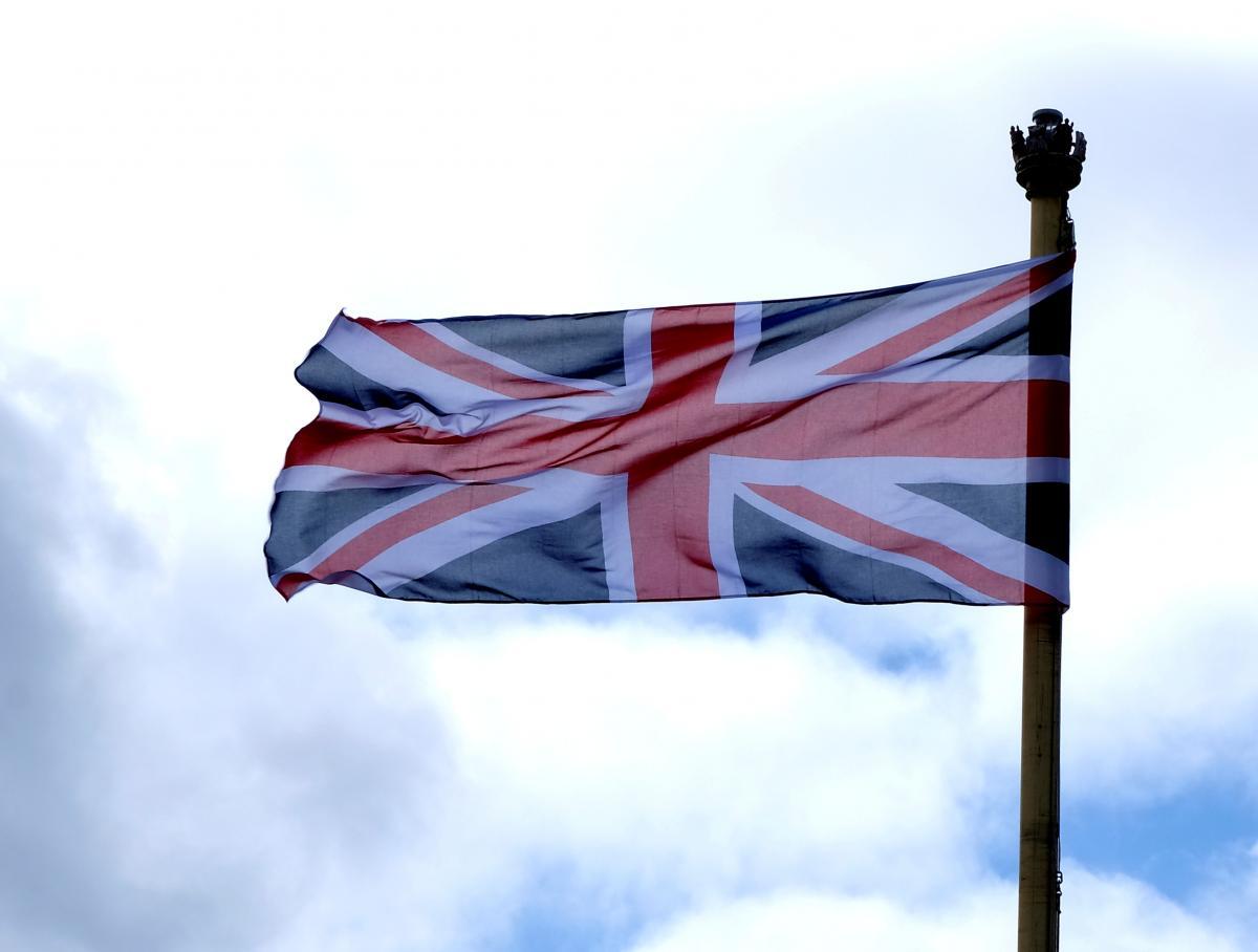 Британія направить кораблі до свого острова \ фото REUTERS