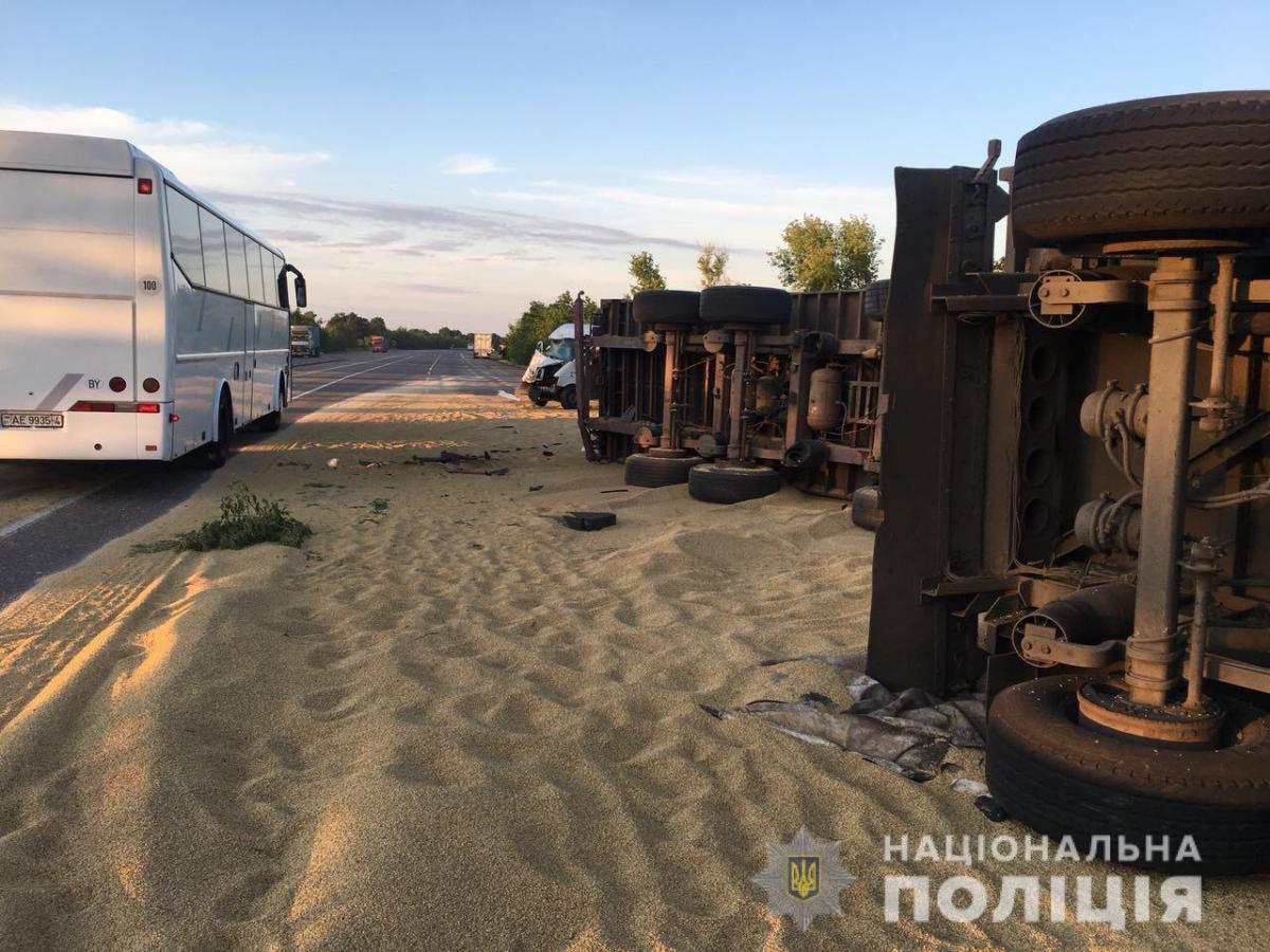 Водители обоих грузовиков и пассажир одного из них погибли на месте ДТП / фото ГУ НП в Одесской области