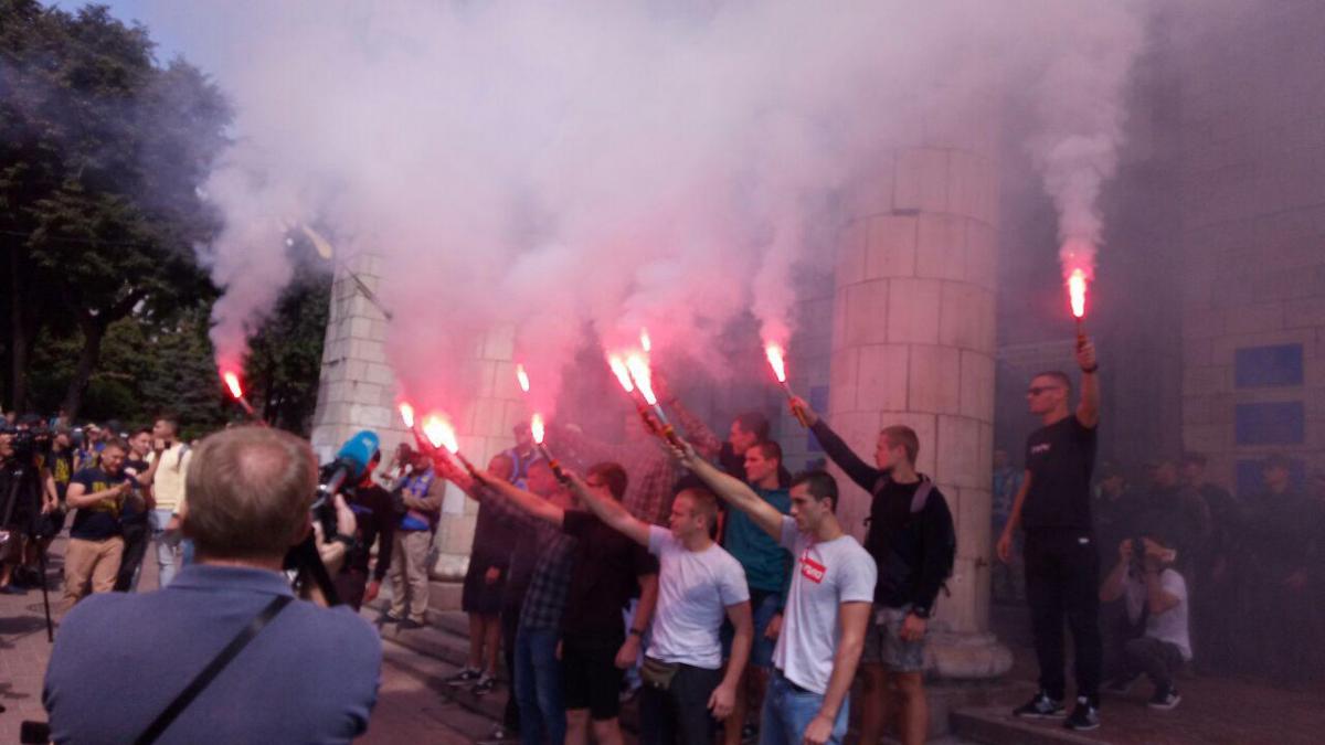Під Нацрадою проходить акція / фото УНІАН