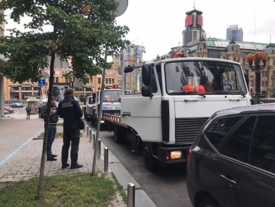 По словам мэра Киева, эвакуация таких авто - не однодневная акция / фото: kiev.klichko.org