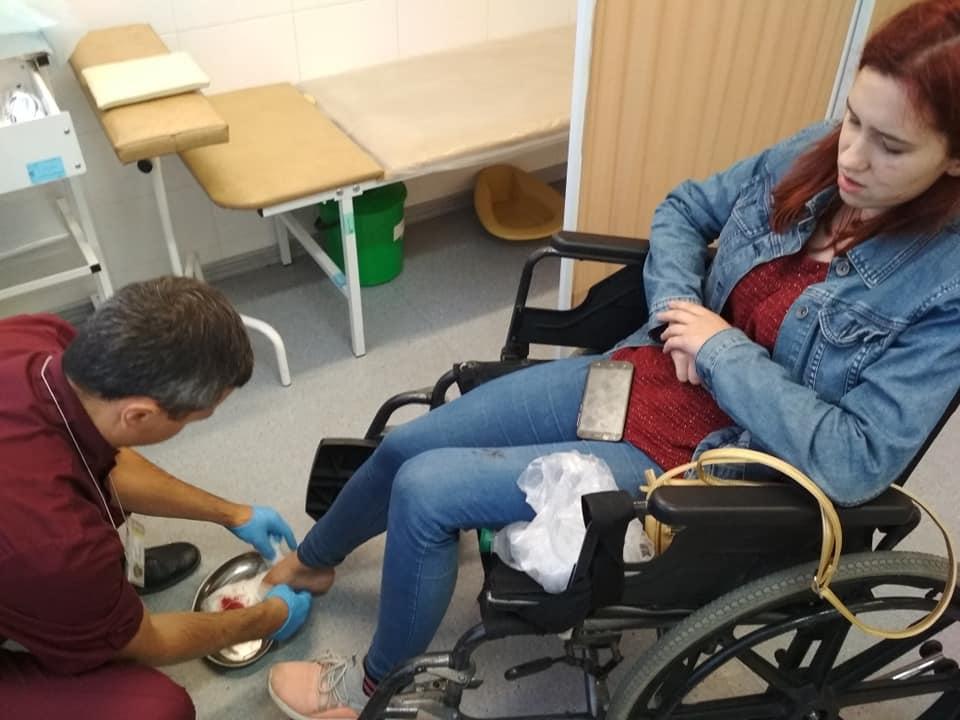 Дівчина отримала два відкритих переломи пальців на ногах/ фото: Іва Репницька/Facebook