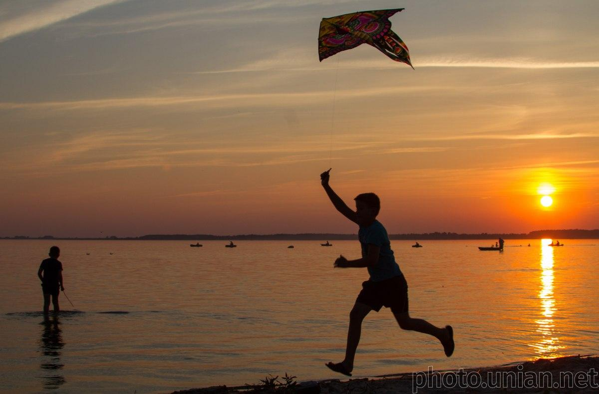 Найбільше і найглибше озеро України Світязь катастрофічно обміліло / фото УНІАН
