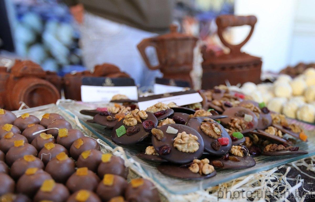 Молочный шоколад с добавками не обладает никакими полезными свойствами / фото УНИАН