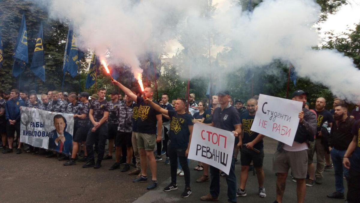 По данным «Нацкорпуса», студентов заставляют участвовать в акциях в поддержку Кивалова / фото: УНИАН