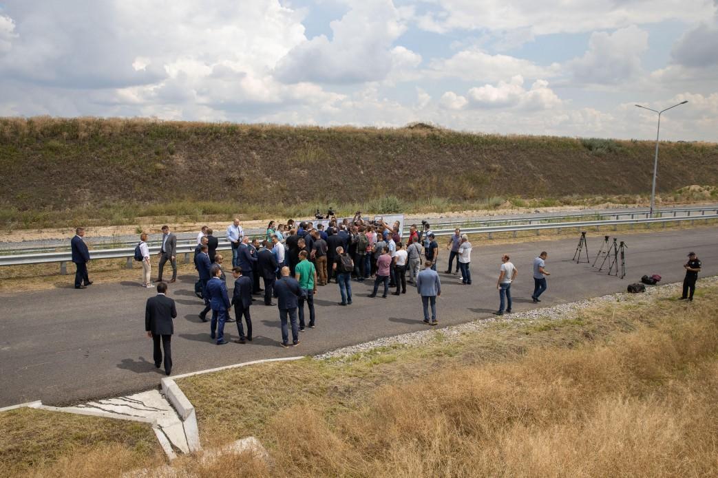 Потрібно два роки на завершення робіт на цих дорогах / фото president.gov.ua