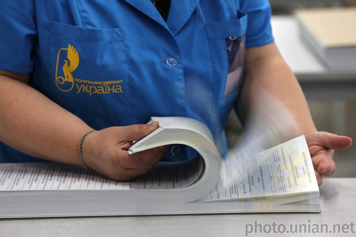 ЦВК прийняла рішення передрукувати бюлетені для п'яти ОВО / фото УНІАН