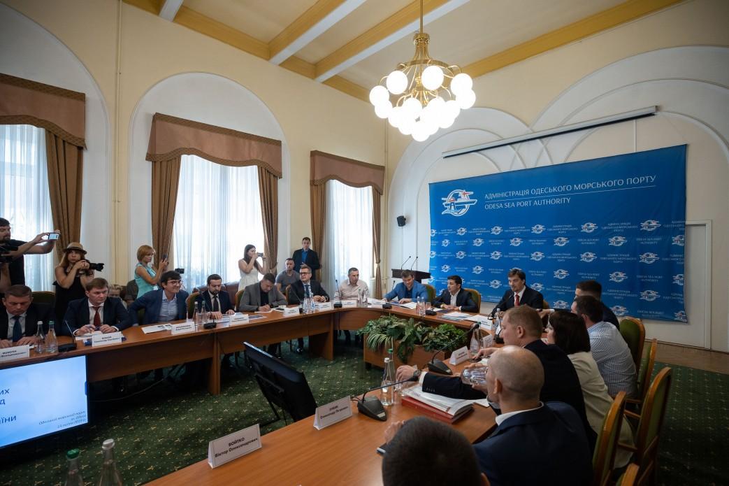 Зеленский призвал и.о. главыГФС Власова написать заявление об увольнении / фото president.gov.ua