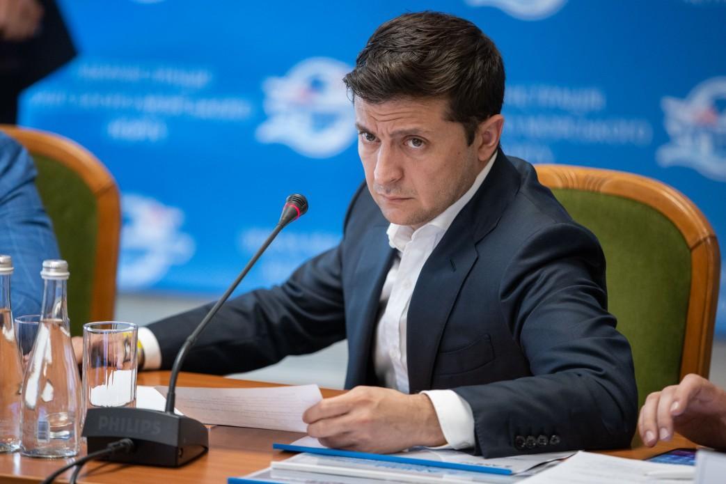 Президенты Украины и России также обсудили процесс разминирования в районе Станицы Луганской / фото president.gov.ua