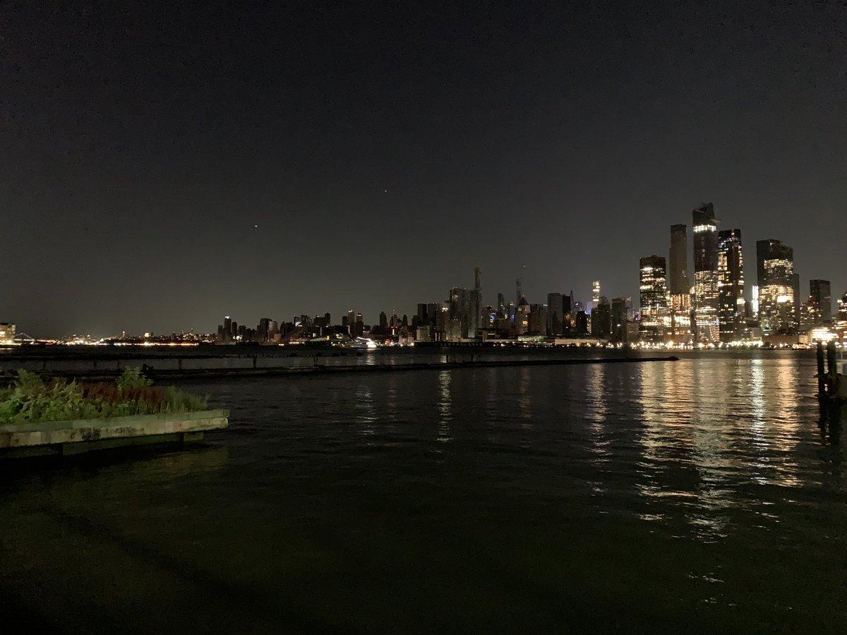 Нью Йорк частично погрузился во тьму / Twitter, Lil S.