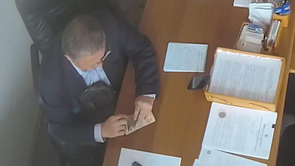 Чиновник КМДА уміло розпоряджається чорною готівкою