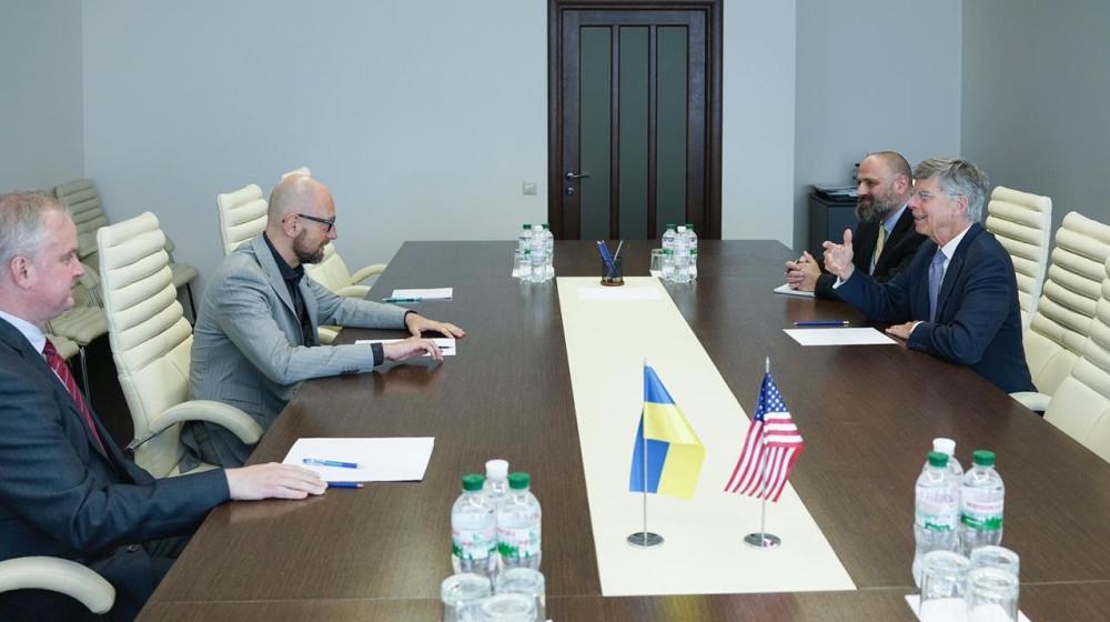 Арсений Яценюк встретился с поверенным в делах США в Украине Уильямом Тейлором / фото nfront.org.ua