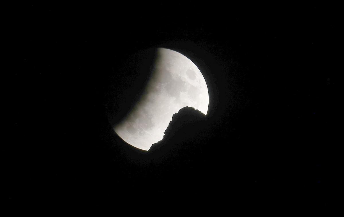 Лунное затмение / REUTERS