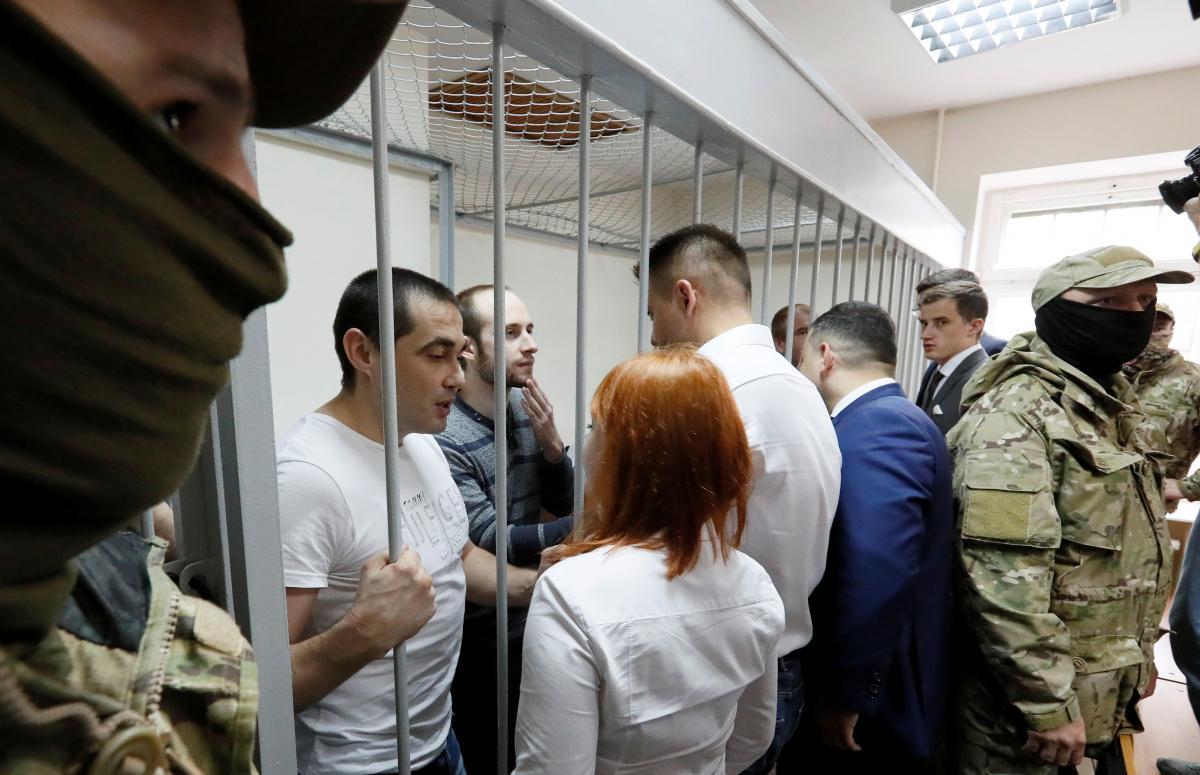 """Военнопленные моряки во время """"суда"""" в РФ / REUTERS"""