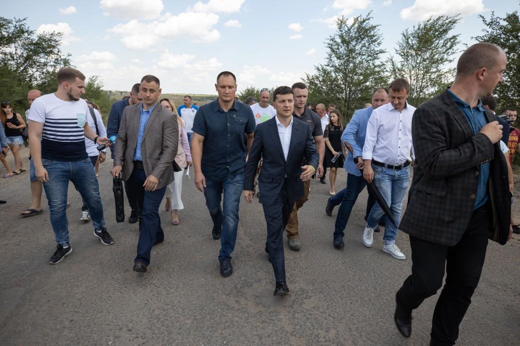 Президент доручив упорядкувати умови тендерів / фото president.gov.ua