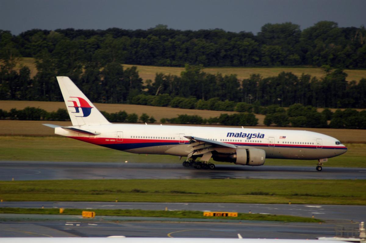 Сбитый над Донбассом самолет Boeing 777 авиакомпании Malaysian Airlines в аэропорту Вены, 14 июля 2005 год / REUTERS