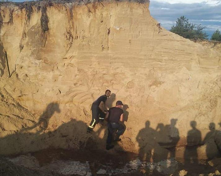 К поискам второго мальчика были привлечены местное население и спасатели/ фото ГСЧС Украины