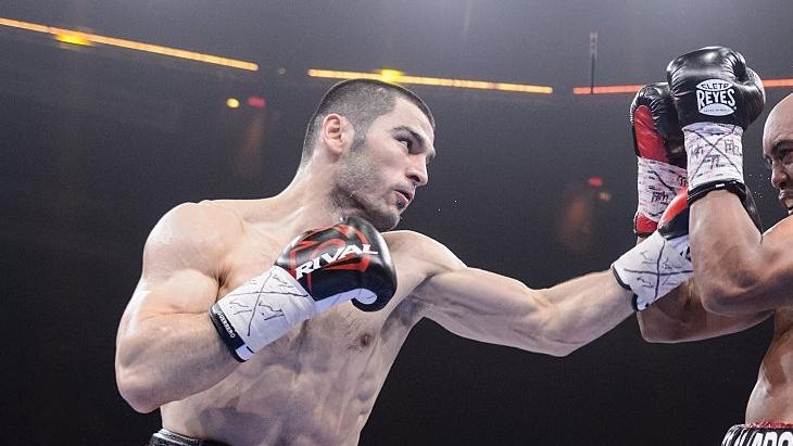 Бетербиев выиграл все свои бои / фото: BoxingScene