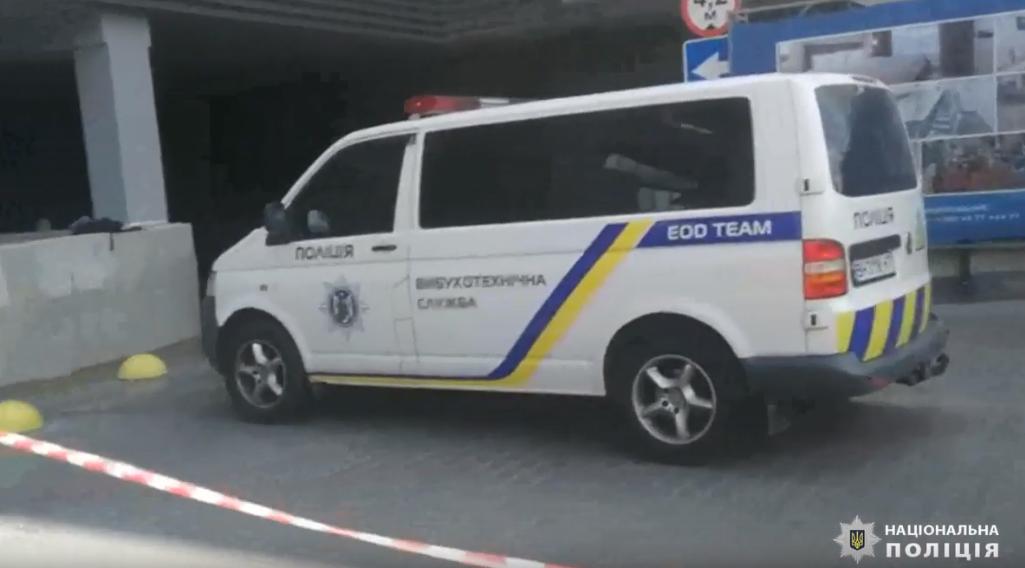 Правоохоронці знайшли муляж вибухівки на автомобілі керівника підприємства / Скріншот - відео Поліції Одещини