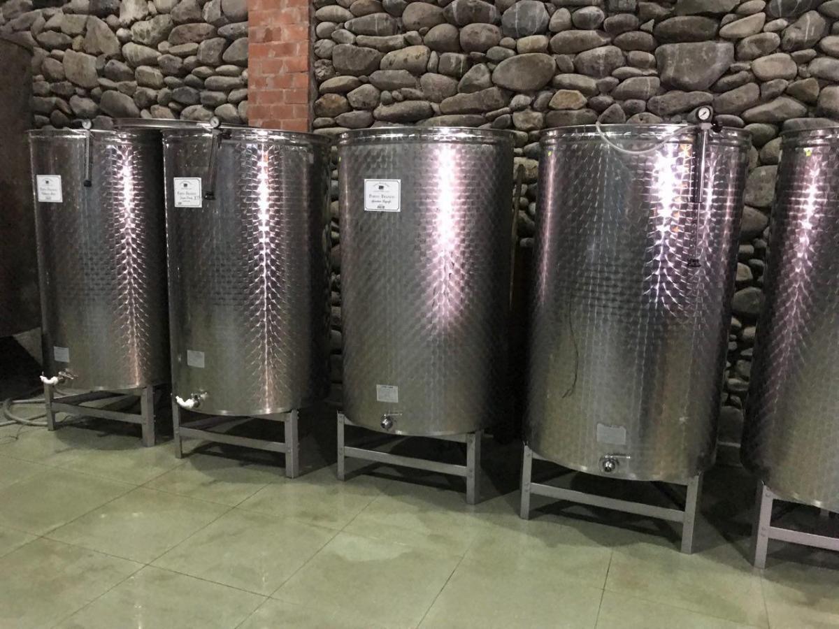 В Грузии вино можно дегустировать из цистерны