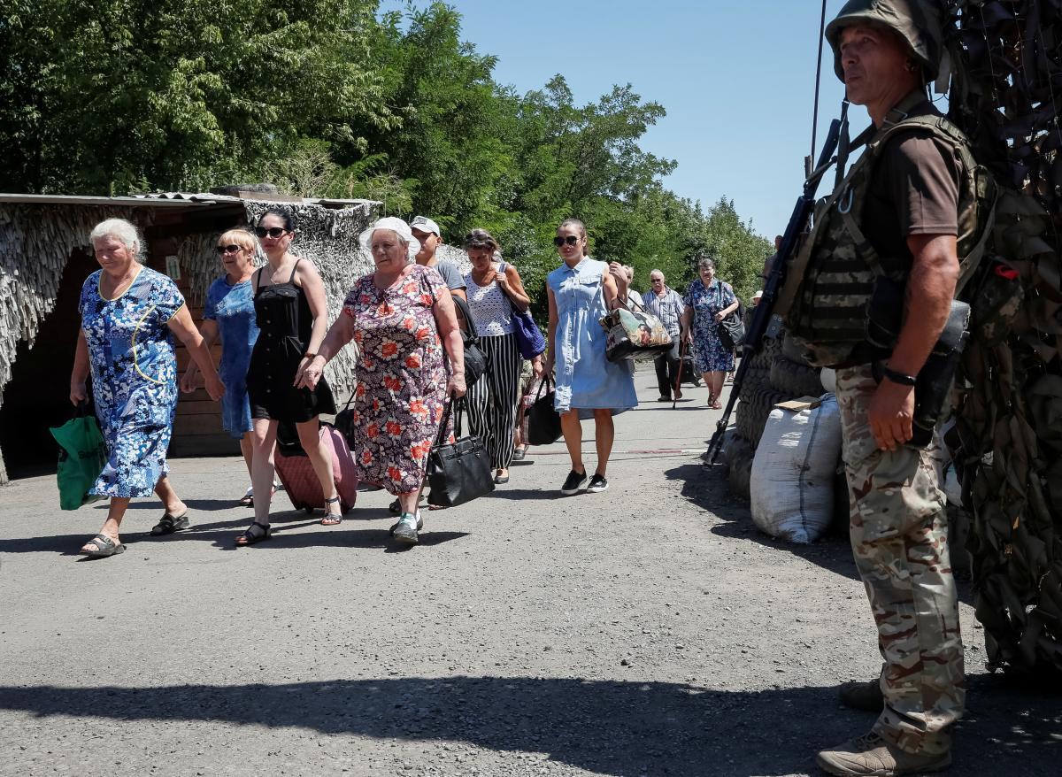 """КПВВ """"Майорське"""" призупинив роботу / REUTERS"""