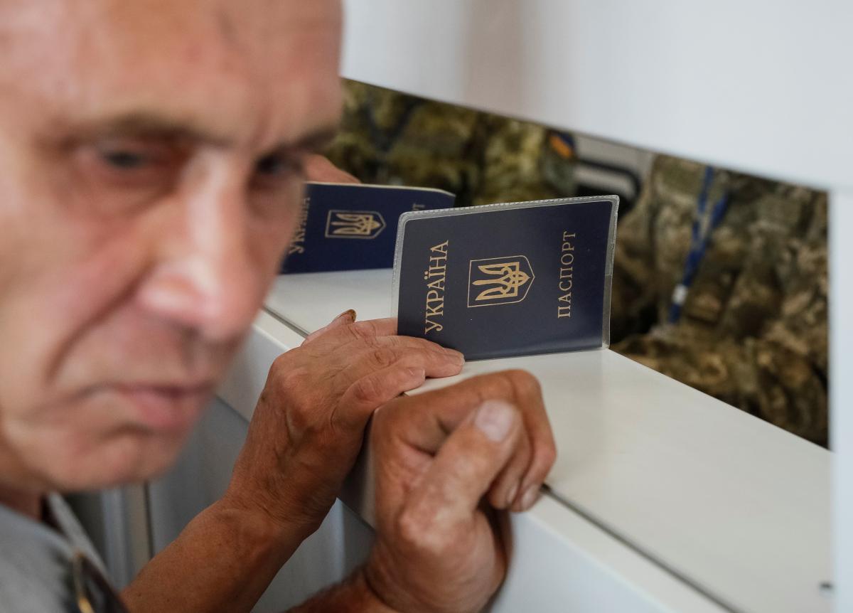 В Україні можуть запровадити подвійне громадянство / фото REUTERS