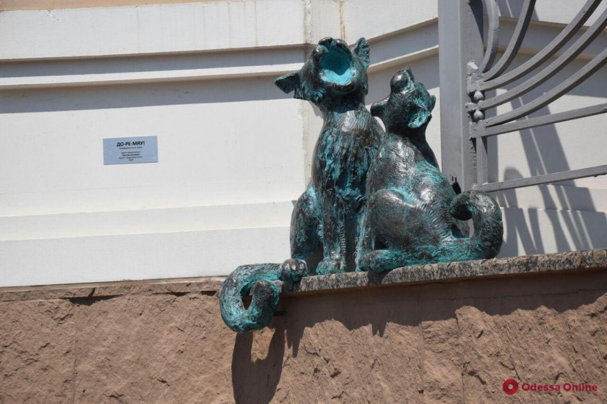 В Одесі встановили скульптуру «співаючих» котів / фото odessa.online