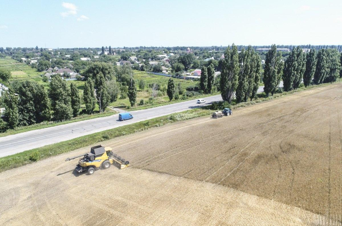 За три года в Украине восстановили 10 тысяч километров автодорог / фото УНІАН