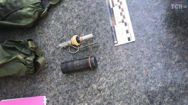 В нагрудной сумке обнаружено самодельное взрывное устройство / фото ТСН.иа