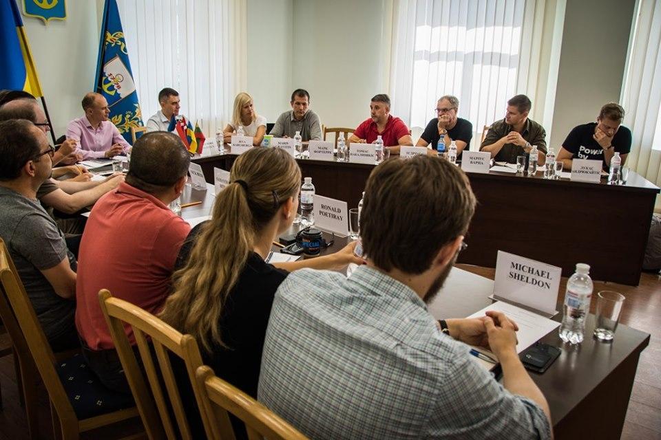 Зону ООС посетила делегация экспертов НАТО / фото facebook.com/pressjfo.news