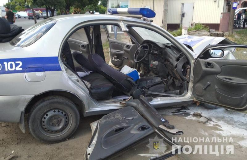 У Харківській області автомобіль поліцейських потрапив у ДТП / фото hk.npu.gov.ua