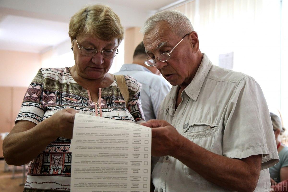 Голосование прошло мирно и прозрачно, констатировали наблюдатели / фото УНИАН