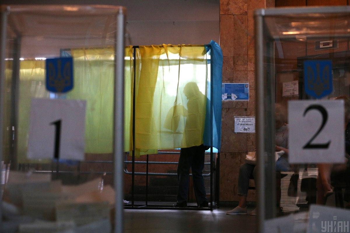 По состоянию на 16.00 данные прислали 10 территориальных избирательных округов из 199-ти / фото УНИАН