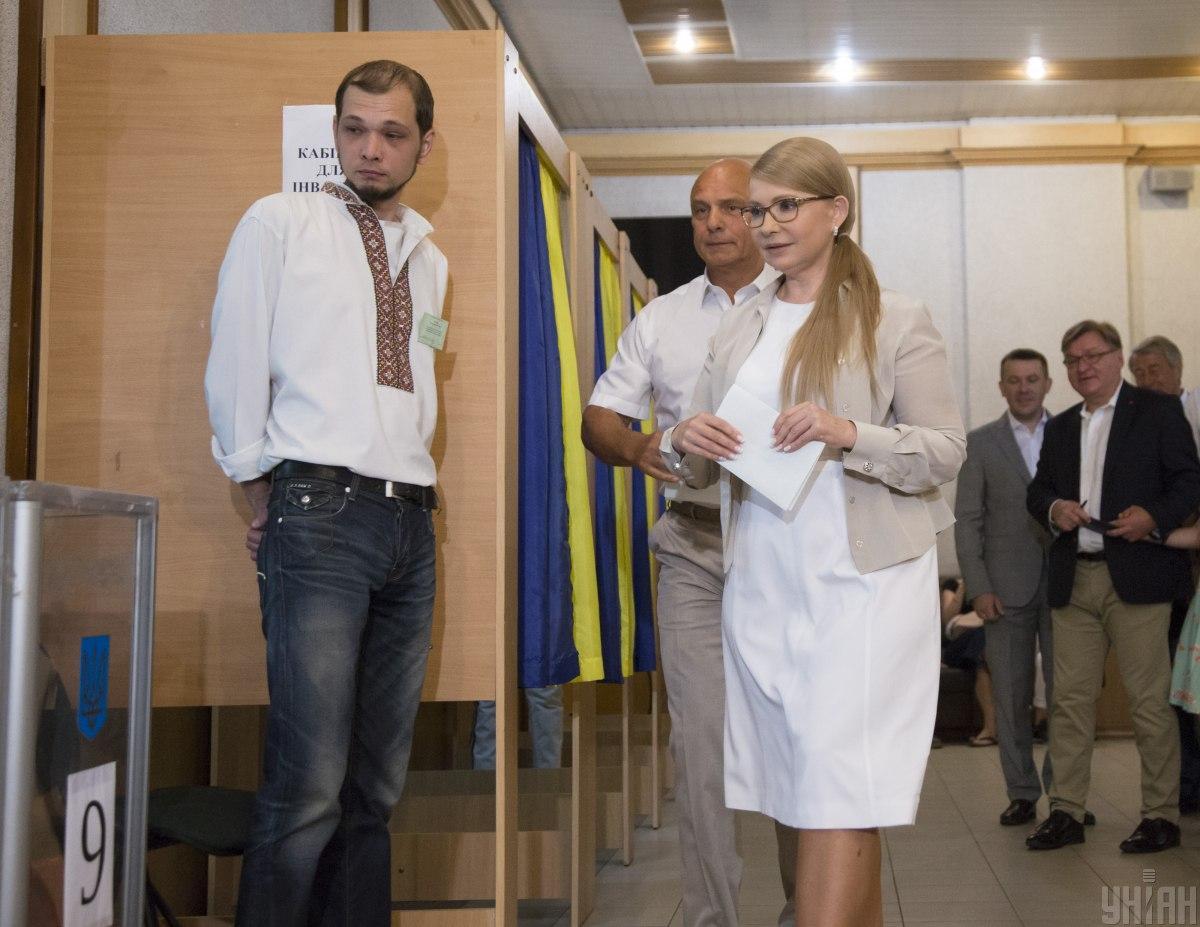 """Трохи пізніше """"підтягнулася"""" Юлія Тимошенко з чоловіком Олександром / Фото УНІАН"""